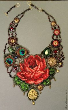 Bead embroidery with graph pattern bead work. Jewelry Art, Beaded Jewelry, Handmade Jewelry, Beaded Necklace, Rose Necklace, Jewellery, Fashion Jewelry, Necklaces, Bead Embroidery Jewelry