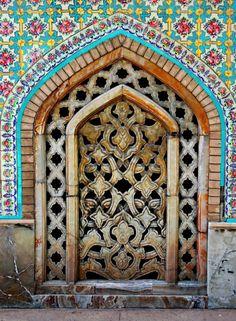 Téhéran, Iran #photo #porte #door #voyage #travel  Via https://www.flickr.com/photos/youngrobv/2488972361/in/faves-sashawitz/