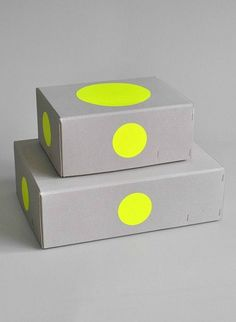 KOLOR Raw Boxes Set of 2 – Erinnerungskisten For Personal Treasures – Treasure Boxes by Studio Kolor Packaging Box Design, Pretty Packaging, Beauty Packaging, Brand Packaging, Box Packaging, Branding Design, Food Branding, Package Design, Graphisches Design
