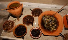 Hellas On-line: Τι έτρωγαν και τι έπιναν οι αρχαίοι Κρητικοί Ancient Greece, Ceramic Art, Wood Crafts, Beef, Ethnic Recipes, Desserts, Food, Articles, Branding