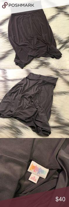 Lularoe gray flowy skirt Stunning flowy and comfortable skirt  Stretchy  Inventory Code: D LuLaRoe Skirts