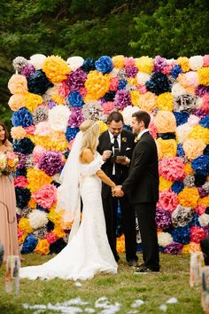 Colorful Boho DIY Wedding To be totally honest, this bright boho wedding is a BIG breath of fresh air. It's what happens when you've got a fearless bride with incredible vision, and DIY skills that could make Martha Stewart's . Boho Wedding, Rustic Wedding, Dream Wedding, Lodge Wedding, Wedding Beach, Trendy Wedding, Garden Wedding, Perfect Wedding, Altar