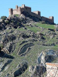 Castillo y Cerro con pliegues (Riba de Santiuste, Guadalajara)  Spain