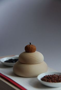 """Japanese traditional decoration for New Years, Kagami-mochi 鏡餅 - With its round, mirror-like shape, """"kagami-mochi"""" symbolizes the renewal of light and energy at the start of a new year."""