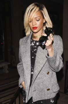 rihanna and her red lips!