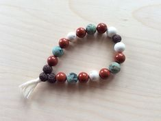 Bracelet d'intention en pierres semi-précieuses et bambou Beaded Bracelets, Jewelry, Bamboo, Stones, Jewellery Making, Pearl Bracelets, Jewelery, Jewlery, Jewels