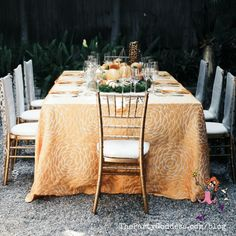 Find inspiration in these gorgeous outdoor tablescapes! | The Party Goddess! #decor #tablescapes Home Remodel Costs, Living Room Furniture Layout, Party Food And Drinks, Hippie Home Decor, Outdoor Furniture Sets, Outdoor Decor, French Decor, Interior Design Studio