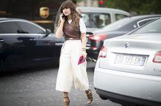 3-moda-tendencia-sutia-top-sobre-blusa-sobreposicao-gettyimages-479856916