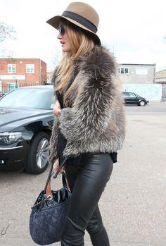 sexyinleather:  Estilismos de Rosie Huntington Whiteley| Moda | Foros Vogue