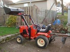 Homemade Case/Ingersoll Front end loader - Lawn Mower Forums : Lawnmower… Yard Tractors, Small Tractors, Garden Tractor Attachments, Homemade Tractor, Quad, Tractor Accessories, Tractor Loader, Homestead House, Riding Lawn Mowers