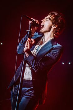 "niallerjhorann: ""Stage Harry is the best Harry "" Harry Styles Pictures, Harry Styles Live, Harry Edward Styles, Harry Styles Family, Harry Styles Style, Harry Styles Concert, Nicole Scherzinger, Louis Tomlinson, Rebecca Ferguson"