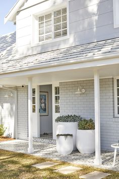 The Portsea is a stylish range of indoor/ outdoor wall brackets and indoor/ outdoor close to ceilings fittings with a vintage, industrial appeal that has decorative features reminiscent of an old barn. Exterior House Lights, Exterior Wall Light, Exterior House Colors, Exterior Lighting, Exterior Paint, Modern Entrance Door, Modern Front Door, Garden Entrance, Exterior Wall Cladding