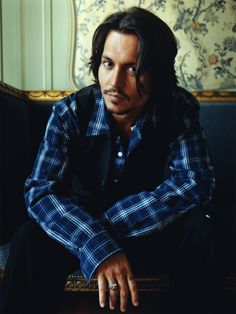 What is it with this man?!?! Those eyes that just draw you in and hold you captive. (Johnny Depp)