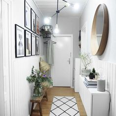 Home decor Farmhouse Apartment - Home decor Kitchen Lighting - Retro Home decor Shabby Chic - - - Unique Home decor French Country Small Entryways, Small Hallways, Decoration Hall, Entryway Decor, Modern Entryway, Design Your Home, House Design, Flur Design, Hallway Designs