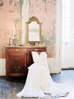 Ethereal vintage wedding inspiration with a ballerina | Photo by Andre Teixeira of Brancoprata | Read more - http://www.100layercake.com/blog/wp-content/uploads/2015/03/Ethereal-vintage-wedding-inspiration