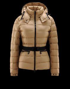 Hoewel Dames Moncler Bea Beige jassen zien er erg dik, de jassen zijn lichtgewicht kleding. Het is erg handig in gebruik en nemen, als je wilt om uit te gaan voor de wintervakantie.