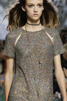 Christian Dior Spring 2018 Ready-to-Wear Fashion Show Details Dior Fashion, Fashion Show, Fashion Outfits, Christian Dior, Together Fashion, Glitter Fashion, Moda Paris, Current Fashion Trends, Fashion Details