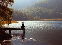 Dagelijks mediteren is gezond. Maar daar zit voor veel mensen de angel verborgen. Hoe doe je dat, elke dag? Vijf praktische tips om dagelijks te mediteren!