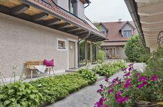 VINCENT Hotel Garni in Gamlitz, Südsteiermark // VINCENT bed-and-breakfast hotel in Gamlitz, South Styria Breakfast Hotel, Pergola, Outdoor Structures, Patio, Modern Luxury, Mansion, Vacations, Homes, Outdoor Pergola
