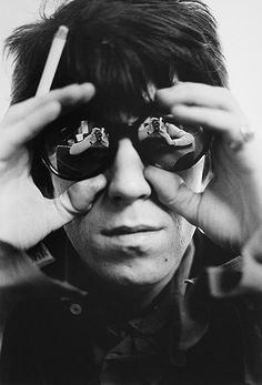 Keith-Richards-with-photo-031.jpg 400×589 pixels