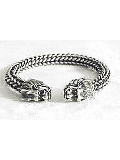 Bracelete exótico com um design super diferenciado, prata tibetana, peça atual e super na moda. Produto da Ásia.
