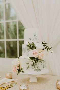 Chic details and an amazing floral installation were some of the highlights from this celebration. Pretty Wedding Cakes, Unique Wedding Cakes, Elegant Wedding, Rustic Wedding, Summer Wedding, Wedding Day, Days Before Christmas, Couture Cakes, Purple Peonies
