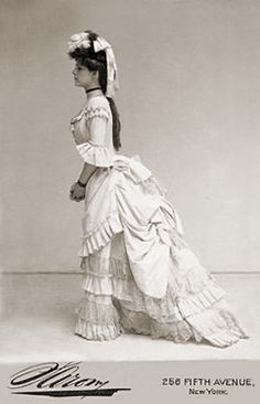 +~+~ Antique Photograph ~+~+  Beautiful young woman in Victorian dress