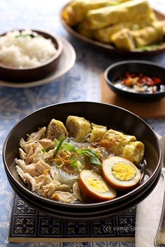 Mixed Rice Vermicelli Soup ala Solo (Timlo Solo)just picture Healthy Food Choices, Healthy Soup Recipes, Cooking Recipes, Rice Vermicelli, Indonesian Cuisine, Asian Recipes, Ethnic Recipes, Food Photography, Good Food