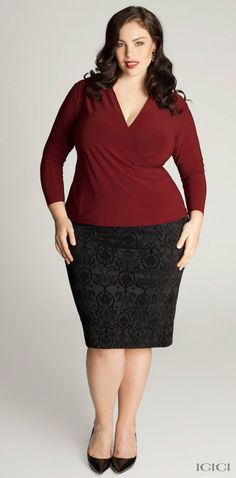 Georgia Pratt in Belmont Plus Size Skirt in Ebony Damask. Since earlier I showed you all a dress that isn't exactly an everyday kind of thing, I thought I could show another look that I would also go for. This is an outfit I could absolutely wear to the office.