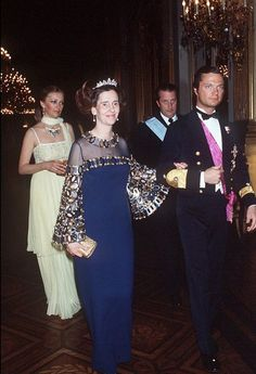 La reine Fabiola on the arm of the young king of Sweden, and followed by Albert and Paola, future king and queen of the Belgians.