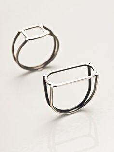 BURCU BÜYÜKÜNAL Wire frame rings (technically not box rings at all. More like the essence of boxes. Minimal Jewelry, Modern Jewelry, Jewelry Art, Unique Jewelry, Jewelry Rings, Silver Jewelry, Metal Jewelry, Jewelry Accessories, Bijoux Design