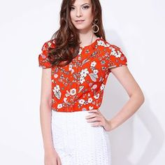 {coleção flores} Blusa linda chegando !!!!# lailak #bemvestida #linda #modafeminina #modaexecutiva #blusas #aimores #atacado #shopping #verao #ootd