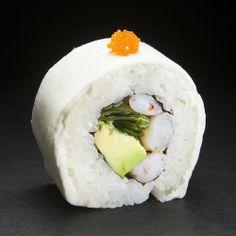Ebi White: Camarón, palta, cebollín, envuelto en queso crema Sushi Chef, Sushi Rolls, Tempura, Japanese Food, Camembert Cheese, Breakfast, Banner, Cabinet, Drink