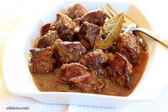 Te ofrezco la receta de carne en salsa de las más sencillas y sabrosas que hay. Solo hace falta carne, cebolla y aceite. Explicación, paso a paso con fotos.