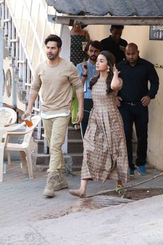 Western Outfits, Western Wear, Bollywood Celebrities, Bollywood Actress, Alia Bhatt Varun Dhawan, Casual Indian Fashion, Alia Bhatt Cute, Handsome Celebrities, Alia And Varun