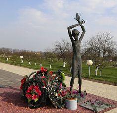 """Мемориал детям жертвам Великой Отечественной войны его еще называют """"детской Хатынью"""" в поселке Красный Берег #Беларусь #РеспубликаБеларусь #Белоруссия #сталкертур #stalkertour #30летчаэс #Гомель"""