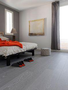 The perfect couple of grey and white, Oak parquet SILVER, brushed wax oiled. www.timberwiseparquet.com    Harmaan ja valkoisen täydellinen liitto, Tammiparketti SILVER, harjattu öljyvahattu. www.timberwiseparketti.fi