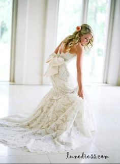 lace wedding dress......love the lace look!!!