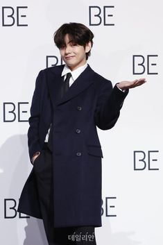 Bts Jungkook, Kim Taehyung, Foto Bts, Bts Photo, Jung So Min, V Bta, Fanmeeting Bts, V And Jin, V Model