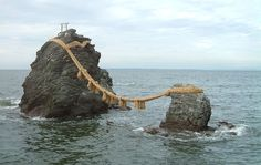Meotoiwa wedded rocks - Shimenawa – Wikipedia