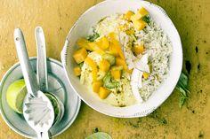 Das Rezept für Gemüsecurry mit Kokosnuss und Blumenkohl-Reis mit allen nötigen Zutaten und der einfachsten Zubereitung - gesund kochen mit FIT FOR FUN