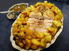Rouelle de porc paysanne - La recette facile par Toqués 2 Cuisine - Expolore the best and the special ideas about Budget cooking Cheap Easy Meals, Inexpensive Meals, Cooking On A Budget, Budget Meals, Groceries Budget, Healthy Snacks, Healthy Recipes, Cheap Recipes, Easy Recipes