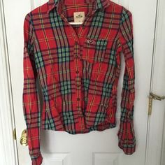 Hollister flannel plaid button down Xs Worn a few times, great condition. Perfect for layering! No marks, tears, stains, discolorations. Bundle and save! Hollister Tops Button Down Shirts