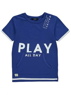 "Add some cool, contemporary vibes to their casual collection in this royal blue T-shirt. Created with a double front pocket and an oversized ""Play All Day"" s. Summer Boy, Boys Shirts, Pyjamas, Kids Wear, Toddler Boys, Slogan, Long Sleeve Tops, Kids Outfits, Kids Fashion"