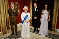 prince harry and queen elizabeth at the new york museum - Buscar con Google