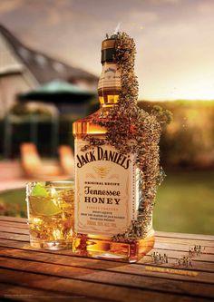 Jack Daniel's Tennessee Honey #publicidad gráfica. Entre en el fantástico mundo de elcafeatomico.com para descubrir muchas más cosas!