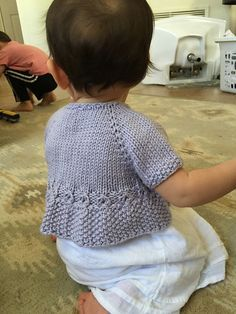 10 Besten Ravelry: Seed Pearl pattern by Taiga Hilliard Designs , Knitting For Kids, Baby Knitting Patterns, Baby Patterns, Knitting Projects, Hand Knitting, Cardigan Bebe, Knitted Baby Cardigan, Knitted Baby Clothes, Cropped Cardigan