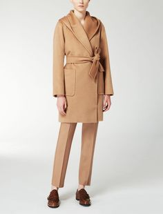 Max Mara RIALTO beige/camel: Camelhair coat. Find your outfit on the Official Max Mara Website and discover all that is new in ready-to-wear.