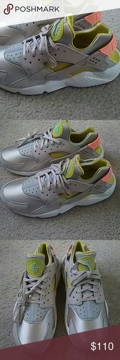 size 40 d8bcc 8b918 Nike Huarache New never worn Nike huarache with box included. True to size  Nike Shoes Sneakers