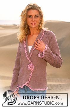 DROPS jacket in Muskat fastened with crochet flower brooch in Eskimo
